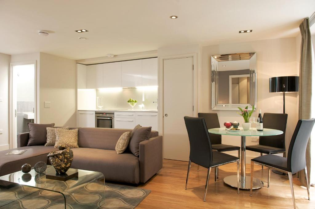 A seating area at Fraser Residence City