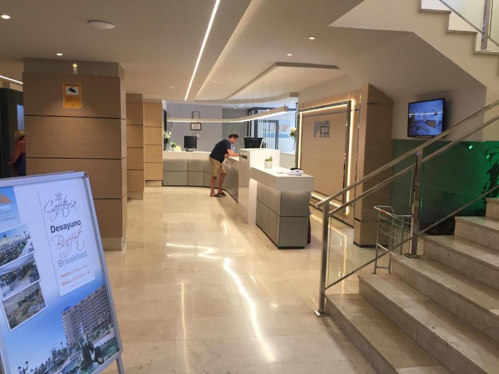 El vestíbulo o zona de recepción de Studio Aparthotel PYR