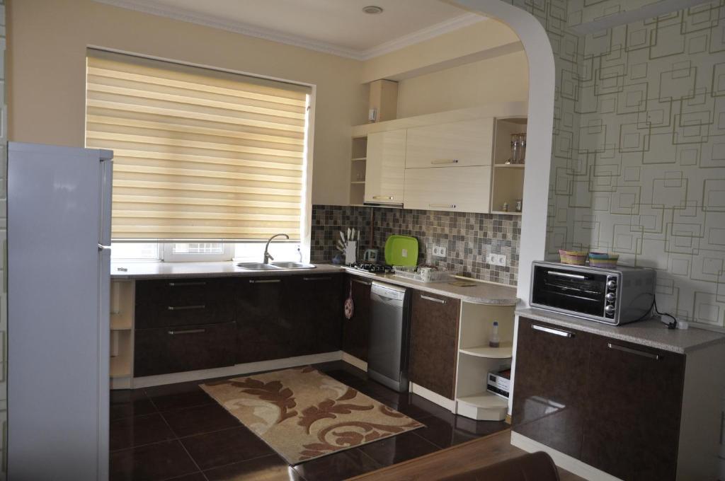 A cozinha ou cozinha compacta de Ferid Apartament