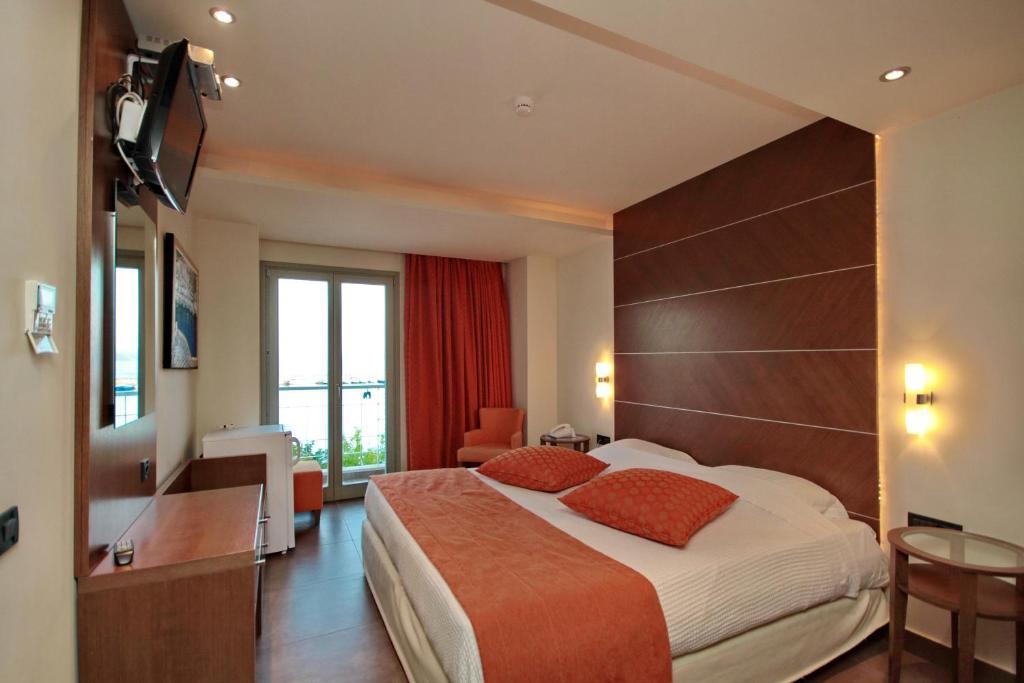 Ένα ή περισσότερα κρεβάτια σε δωμάτιο στο Astros Beach Boutique Hotel