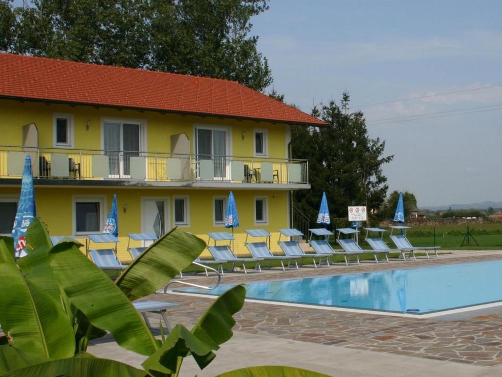 The swimming pool at or near Gasthof Zum Lindenhof