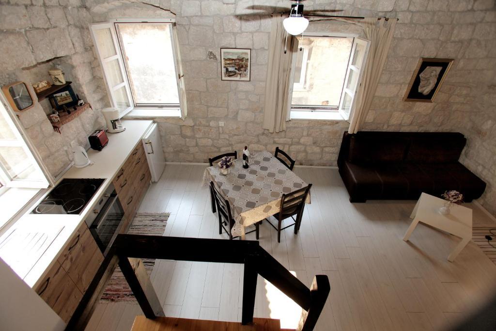 A kitchen or kitchenette at Apartment Tragurium