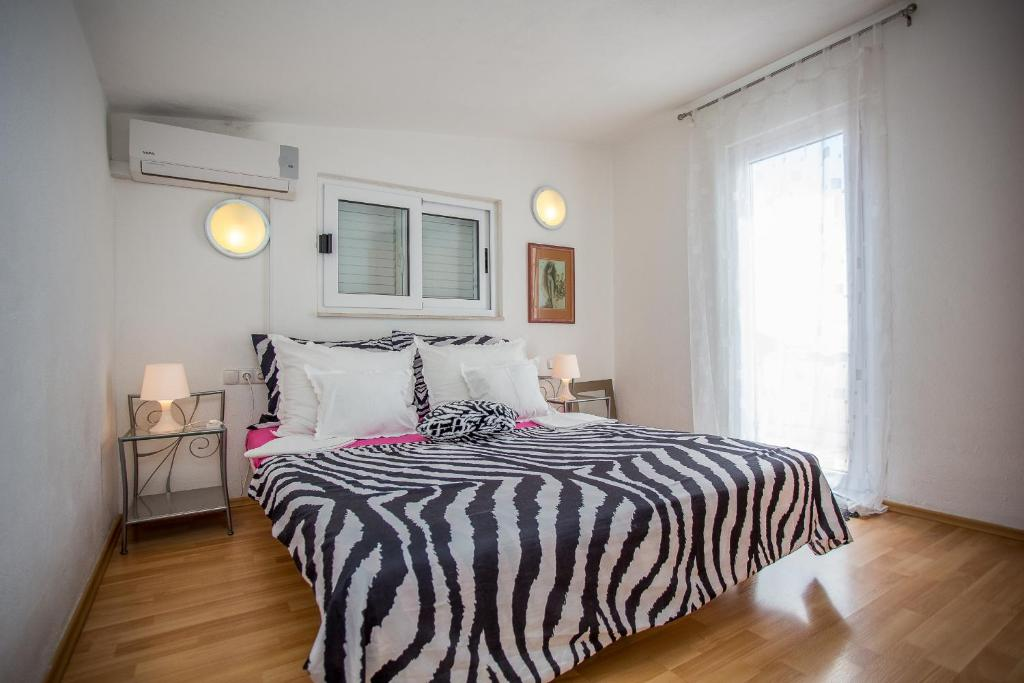 A bed or beds in a room at Apartments Lux