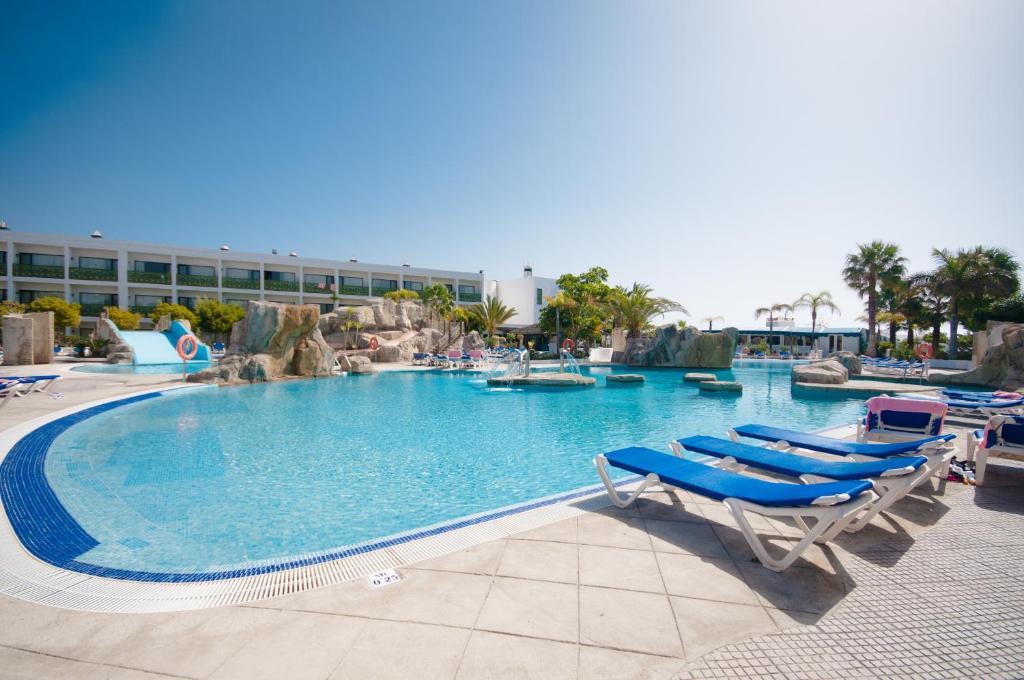 Het zwembad bij of vlak bij Blue Sea Costa Bastian