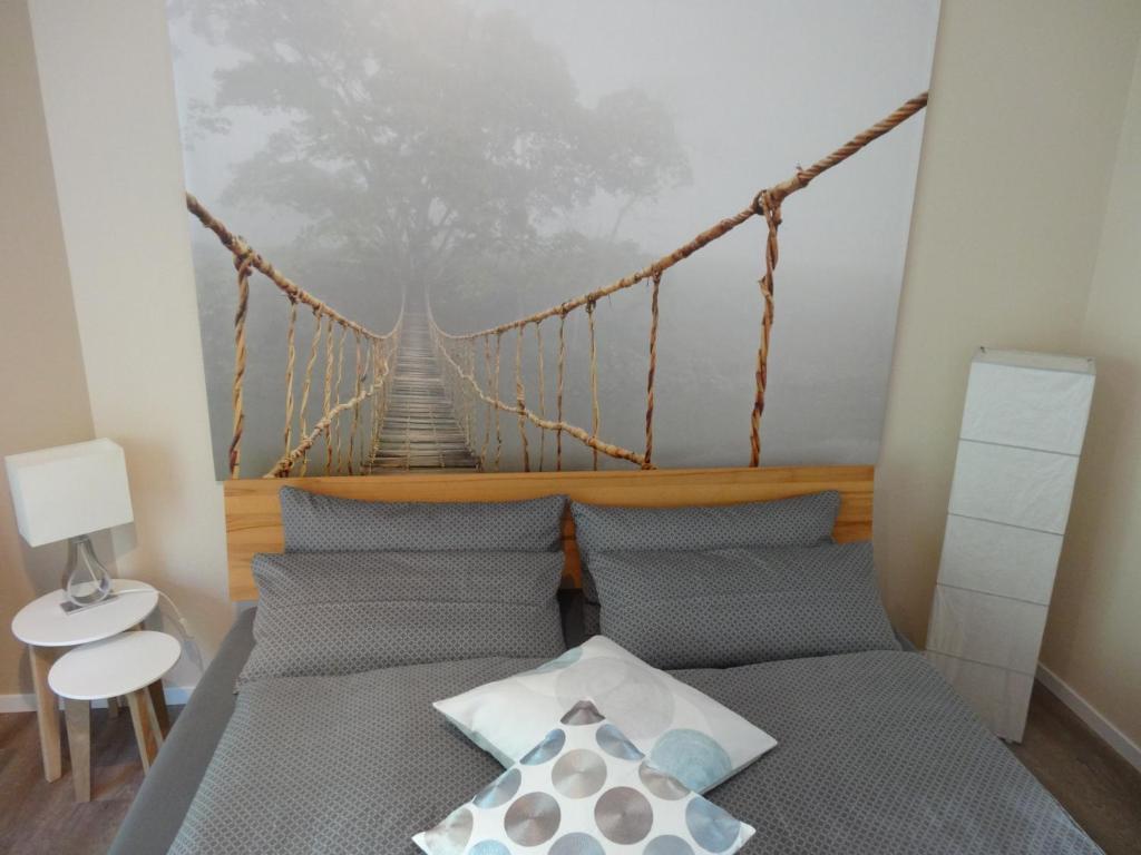 Een bed of bedden in een kamer bij Stadt und Wald