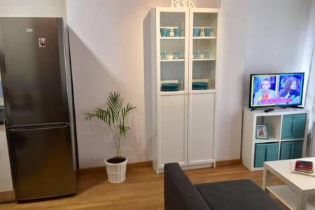 Una televisión o centro de entretenimiento en apartamento centro de malaga