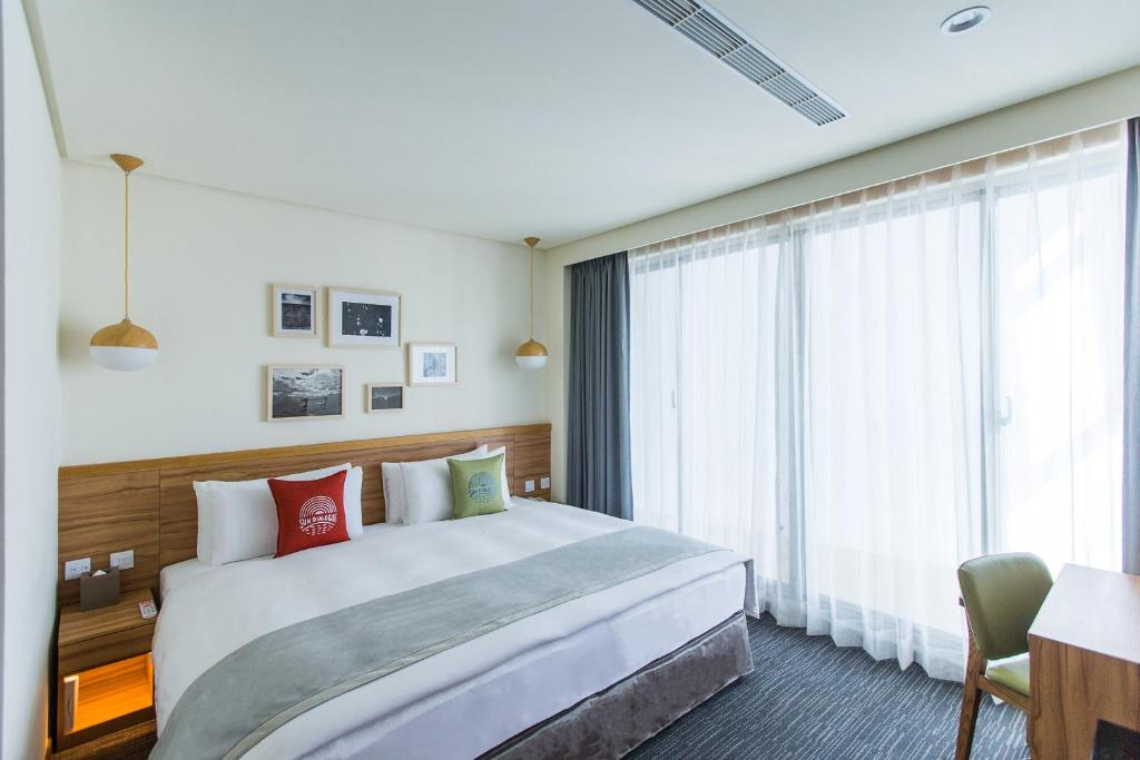 A bed or beds in a room at Sun Dialogue Hotel-By Cosmos Creation