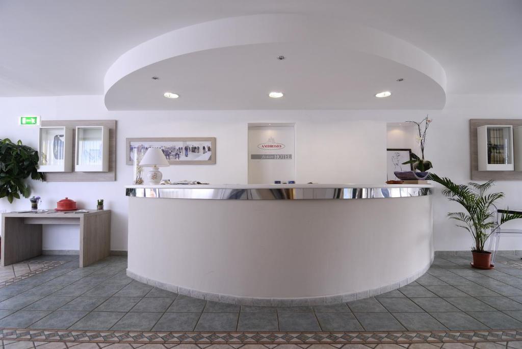 The lobby or reception area at Hotel Ambrosio La Corte
