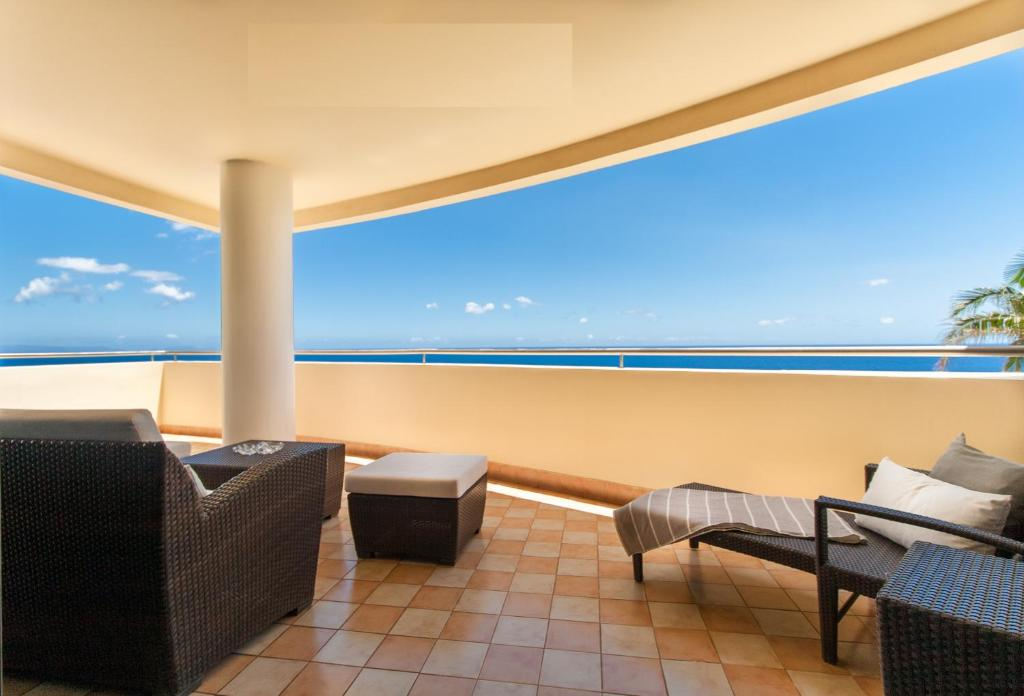 A balcony or terrace at 6001 by RMC