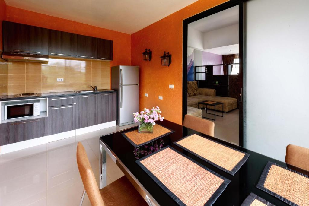 A kitchen or kitchenette at Deluxe A401
