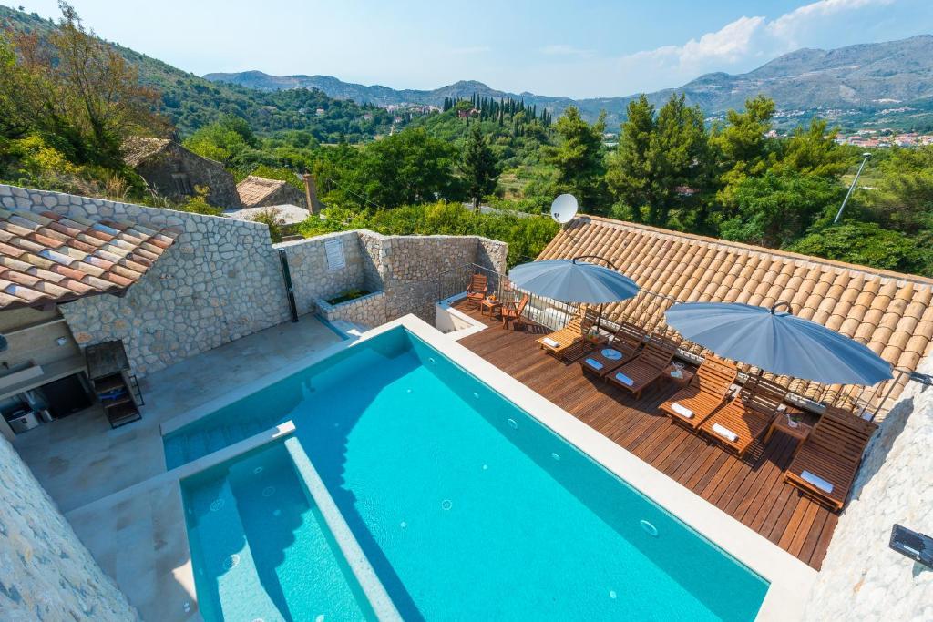 The swimming pool at or close to Villa Frane