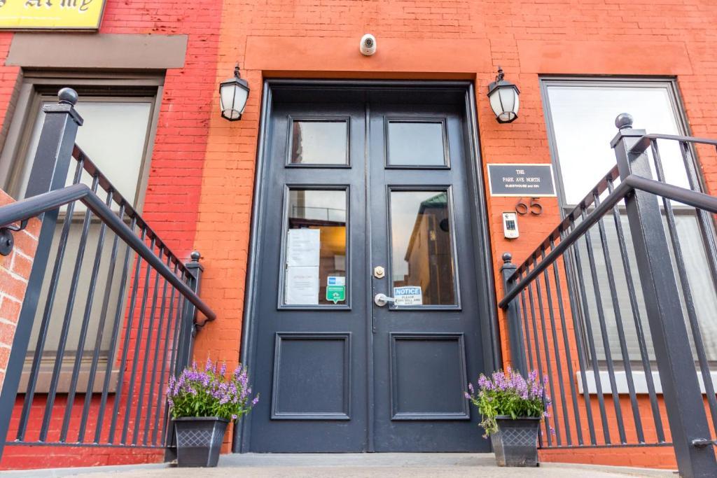Eine Fassade oder ein Eingang zu The Park Ave North