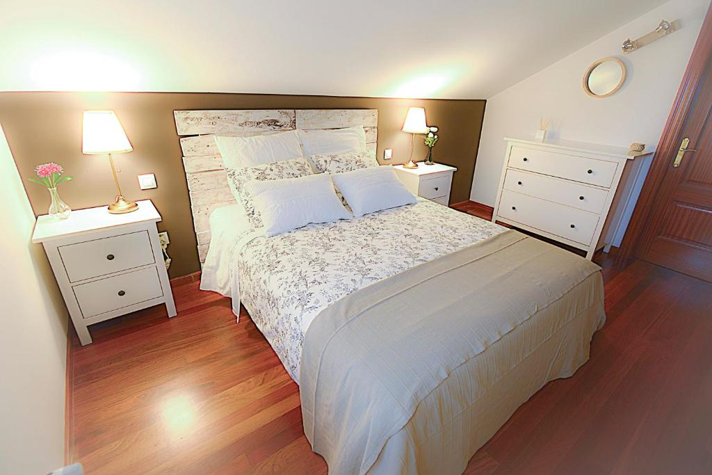 A bed or beds in a room at Casa Montanesa