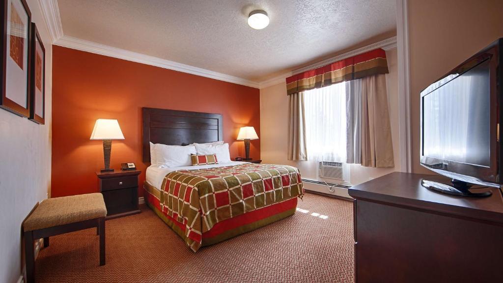 Кровать или кровати в номере Best Western PLUS Mirage Hotel and Resort