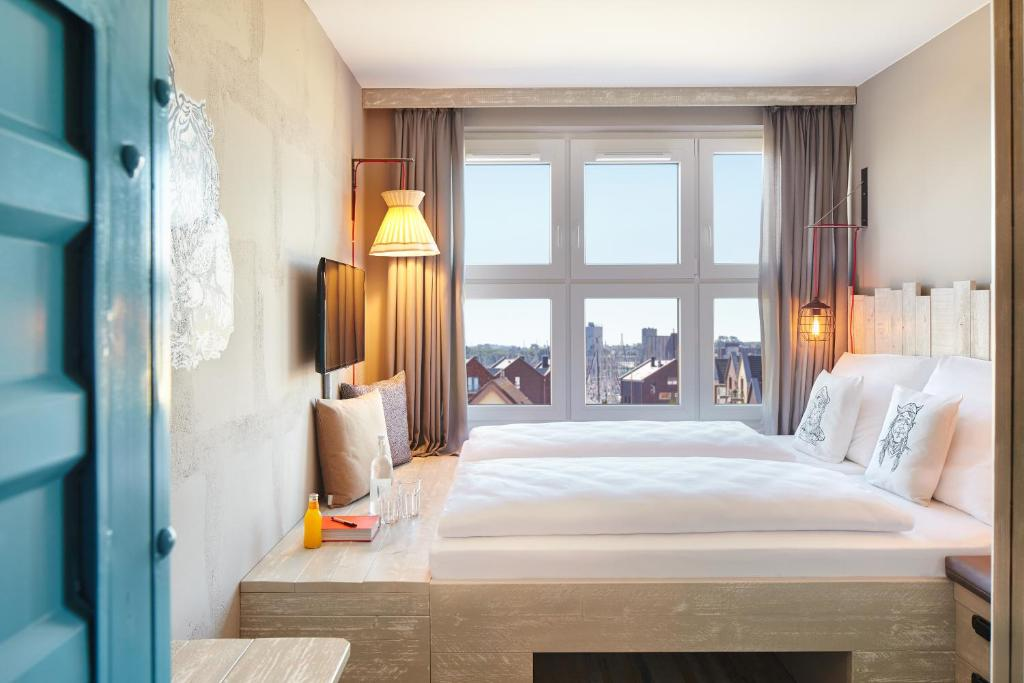 Ein Bett oder Betten in einem Zimmer der Unterkunft Bretterbude