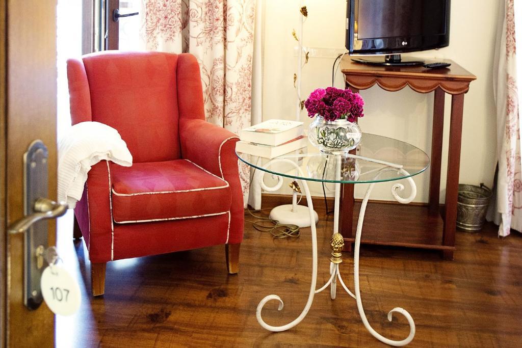 A seating area at Hotel Montelirio