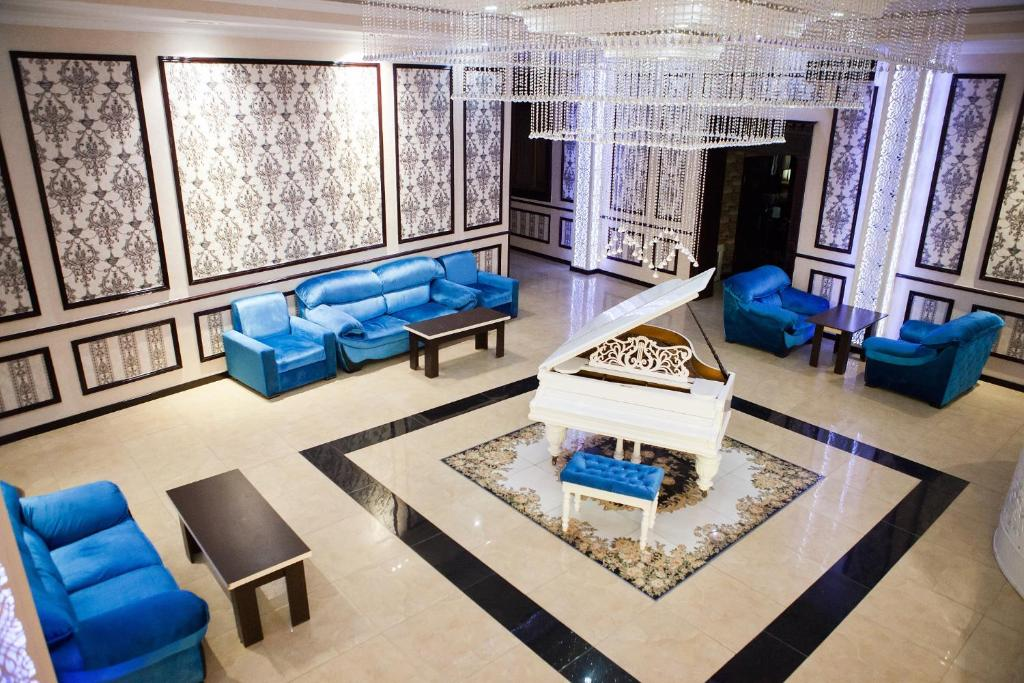 A seating area at Issam Hotel & Spa