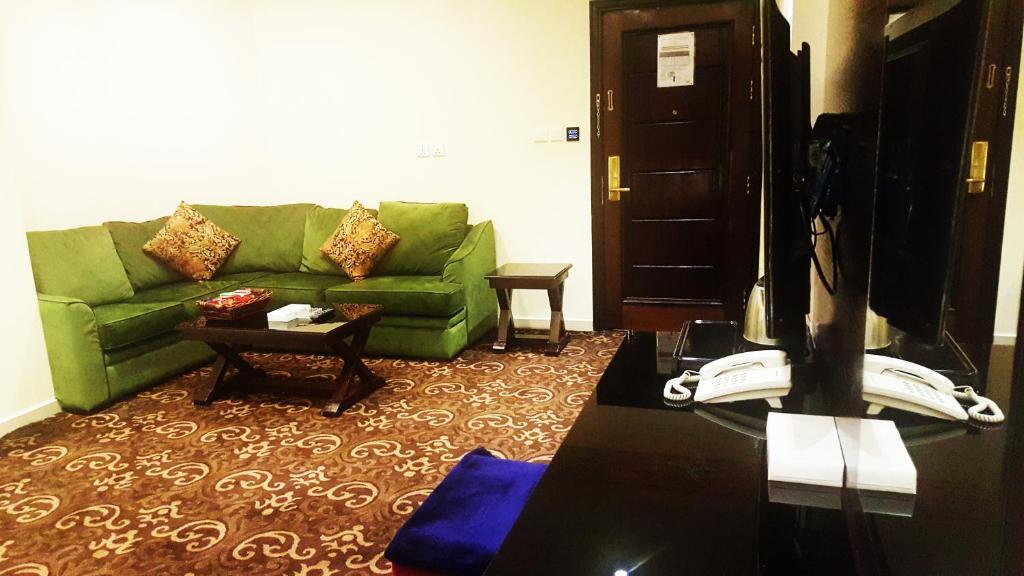 Uma área de estar em Procare Apart hotel