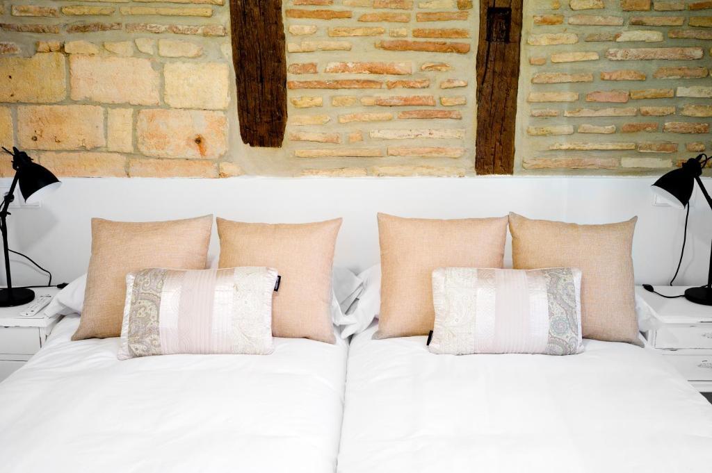 A bed or beds in a room at El Patio de San Nicolas