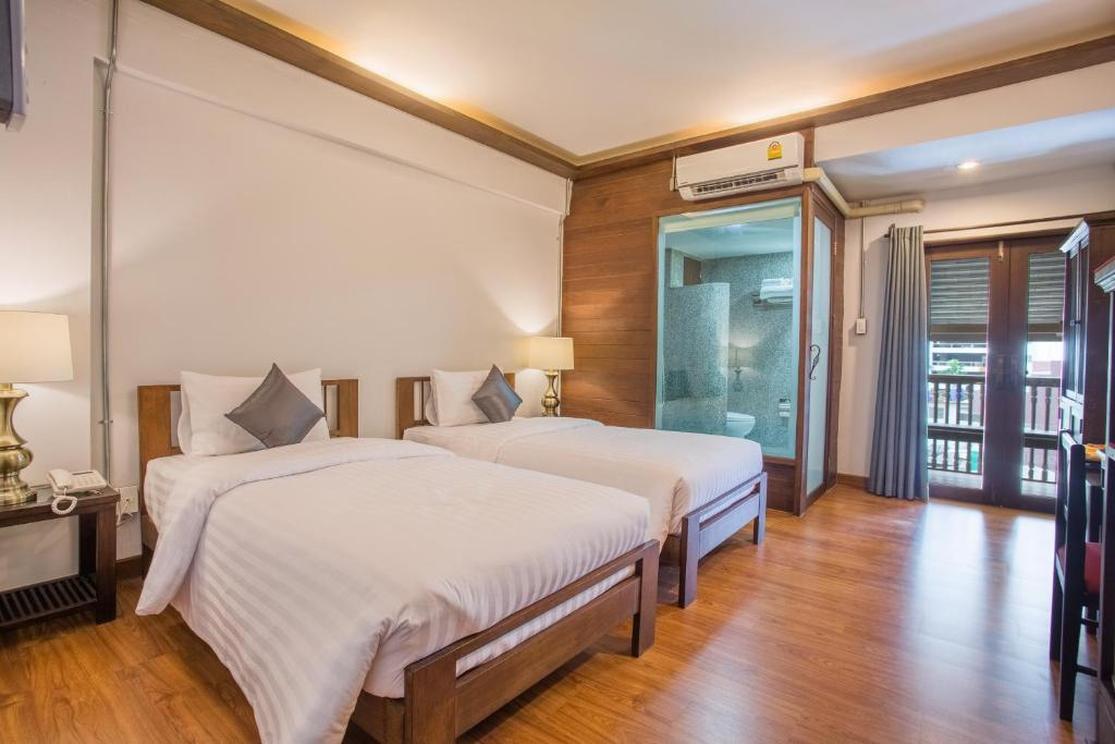 A bed or beds in a room at Night Bazaar Inn