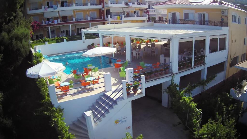 Θέα της πισίνας από το Ξενοδοχείο Δήμητρα ή από εκεί κοντά
