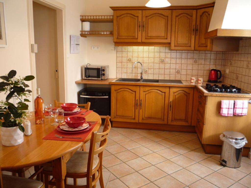 A kitchen or kitchenette at Chez Edèll