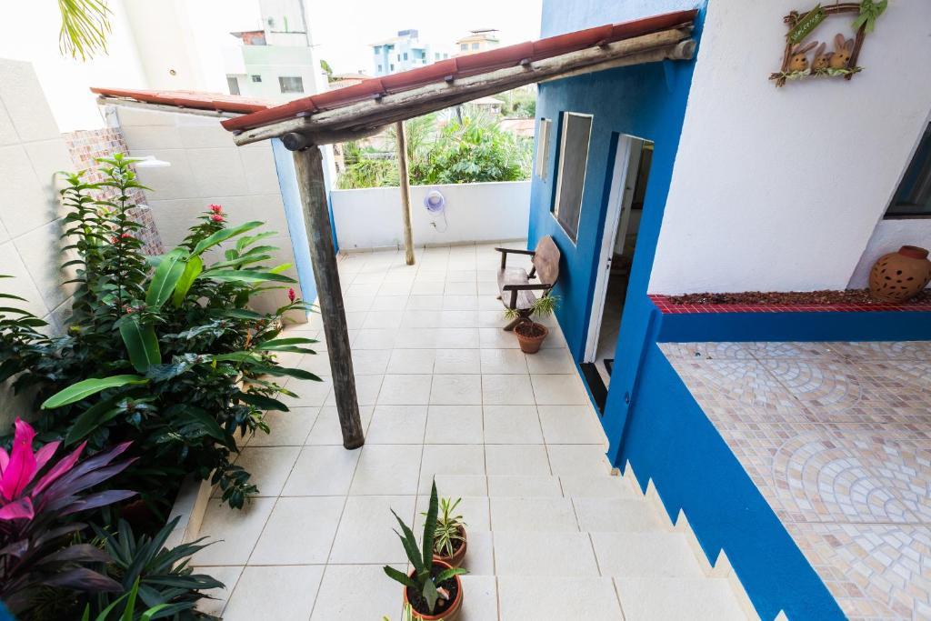 A balcony or terrace at Casa de Praia Itapuã 3