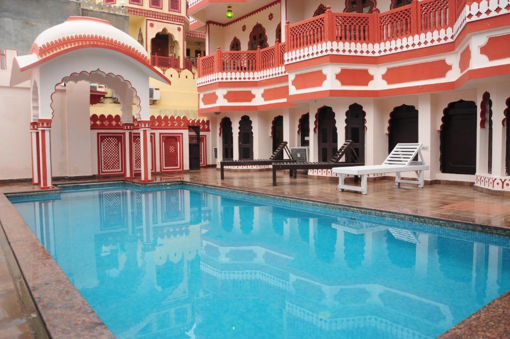 The swimming pool at or close to Sajjan Niwas