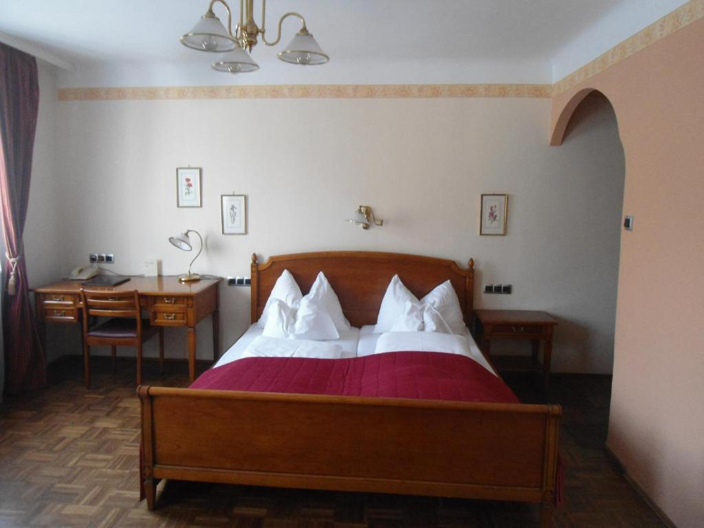 A bed or beds in a room at Hotel Apartment Rothensteiner