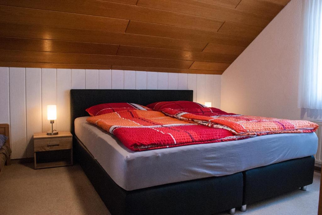 Ein Bett oder Betten in einem Zimmer der Unterkunft Ferienwohnung Wolf