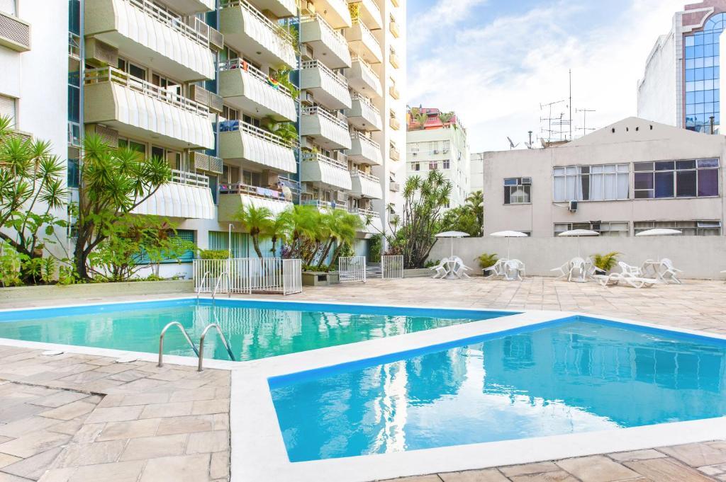 A piscina localizada em Flat Luxuoso Coração de Copacabana ou nos arredores