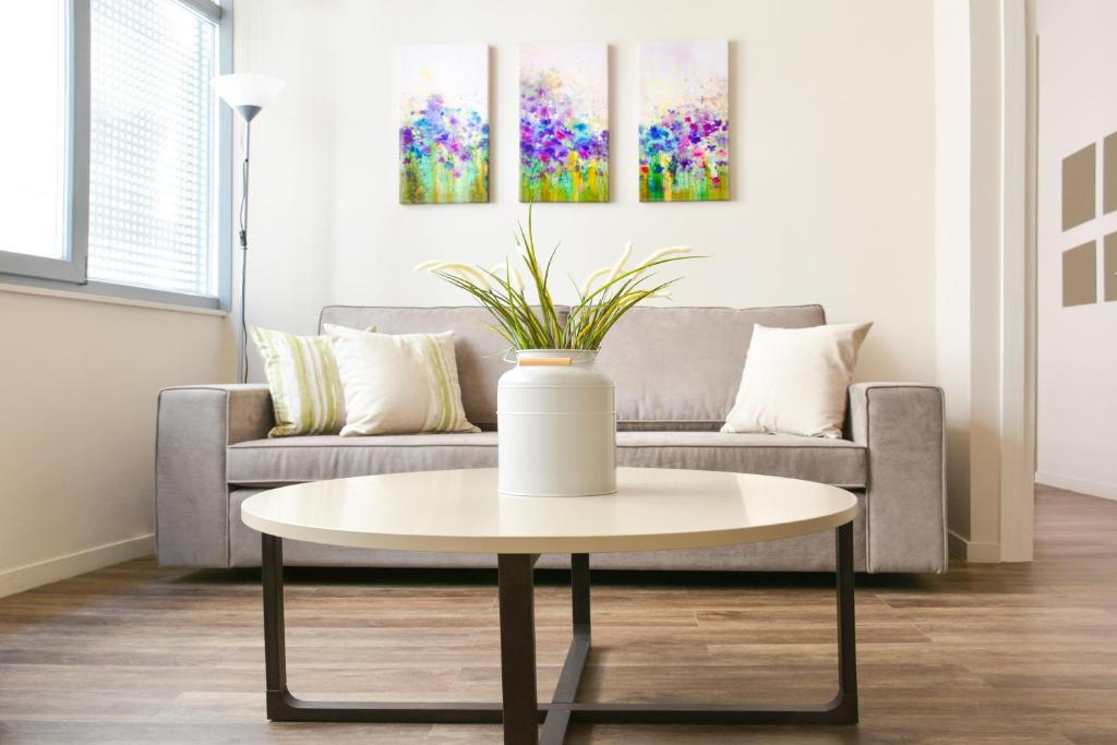 A seating area at Athens Connection Apartments