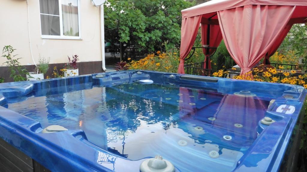 Бассейн в Гостевой Дом Яна или поблизости
