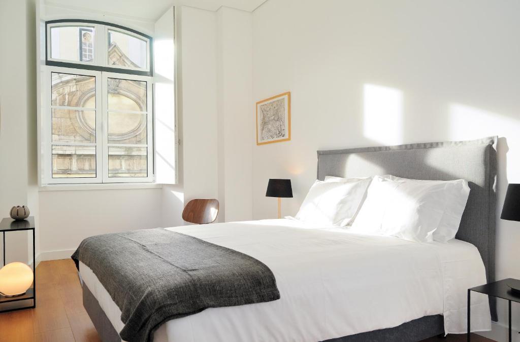Een bed of bedden in een kamer bij Lisbon Serviced Apartments - Baixa Castelo