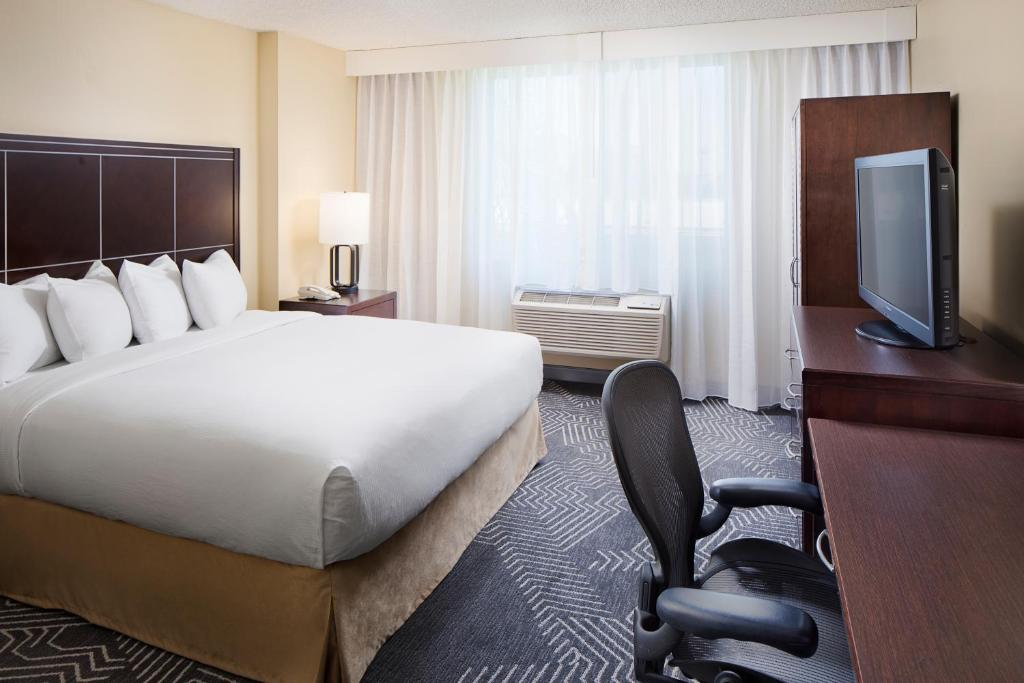 A room at the DoubleTree by Hilton Los Angeles/Commerce.