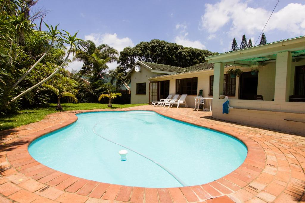 The swimming pool at or near Parkers Cottages