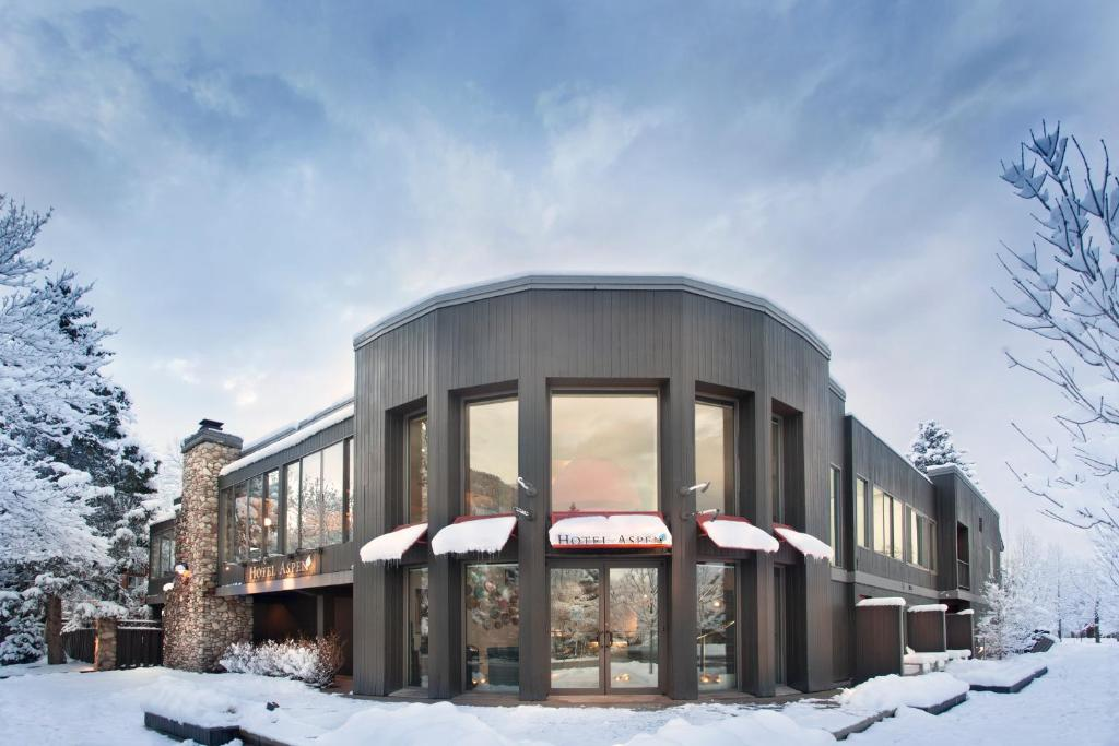 Hotel Aspen during the winter