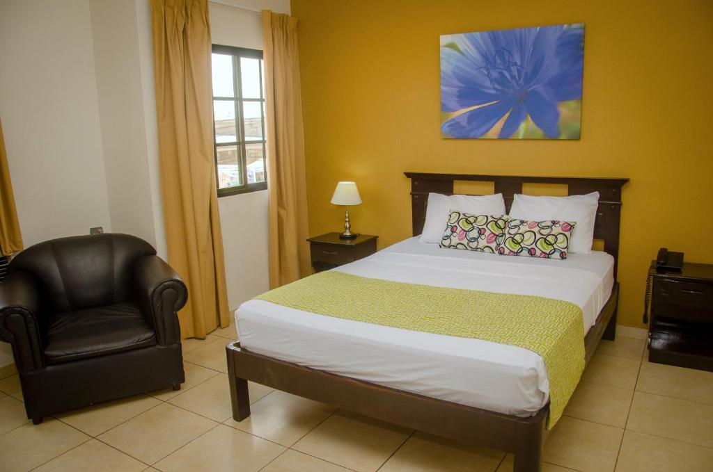 A bed or beds in a room at Hotel Residencial Cervantes
