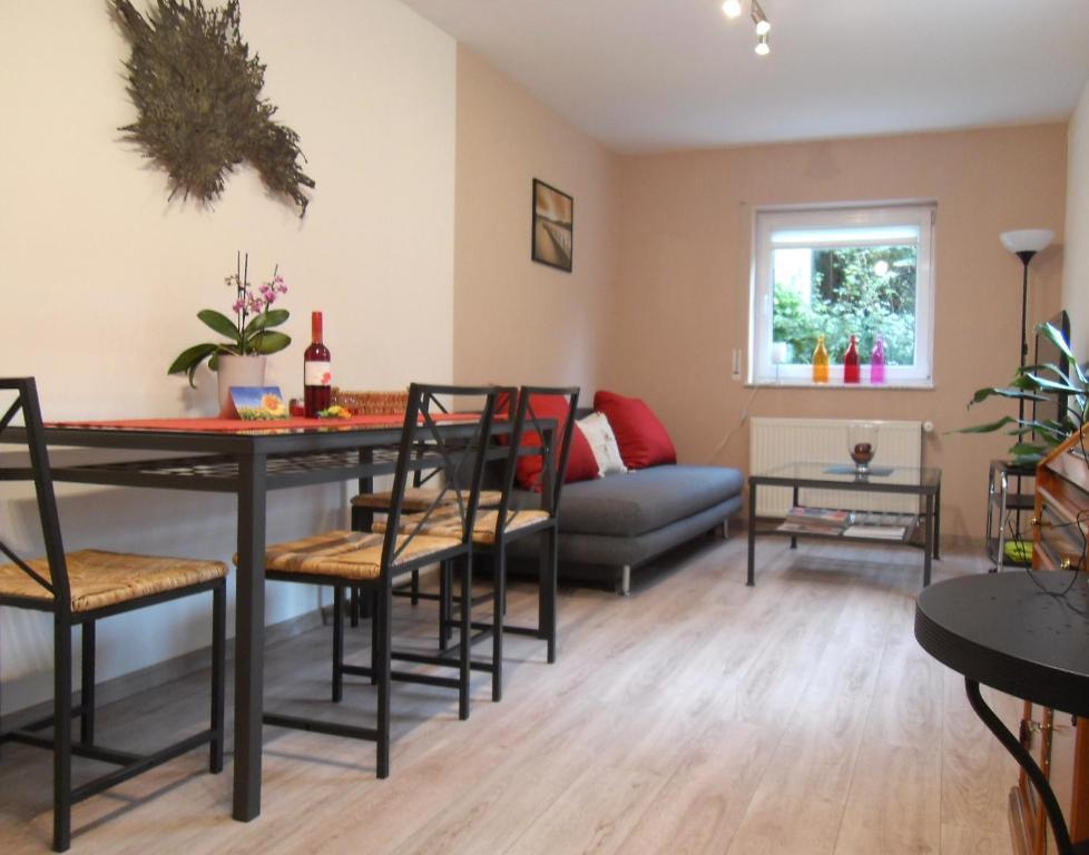 Ein Sitzbereich in der Unterkunft Ferienwohnung in Hahnheim, Rheinhessen