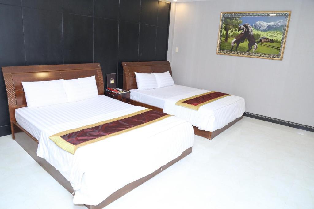 Ein Bett oder Betten in einem Zimmer der Unterkunft Phu Qui Hotel