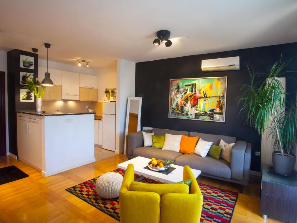 A seating area at Apartment Sladic