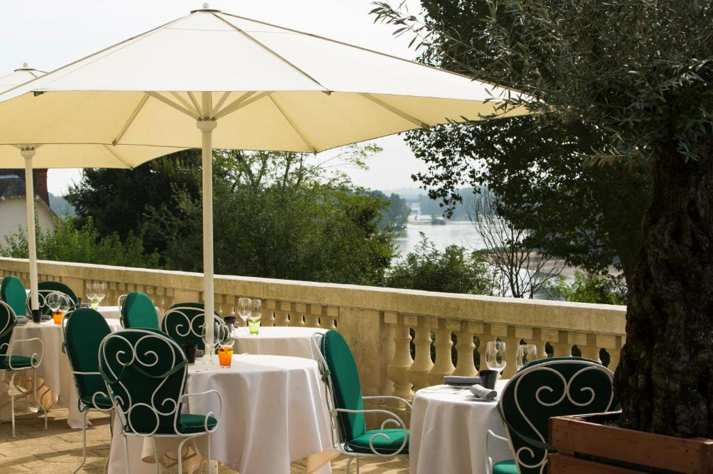 A restaurant or other place to eat at Hotel Les Hautes Roches