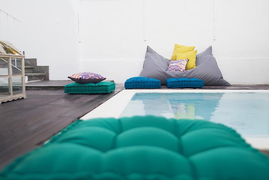 Uma área de estar em Art 4 You Cascais Suites