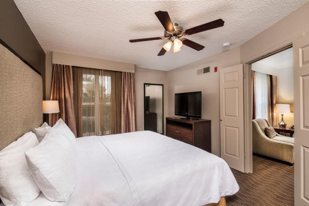 Krevet ili kreveti u jedinici u okviru objekta Homewood Suites Austin/South
