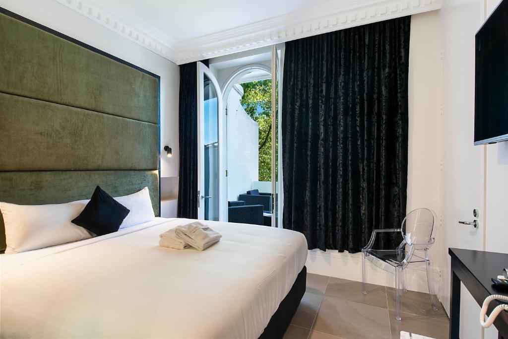 Sydney Boutique Hotel tesisinde bir odada yatak veya yataklar