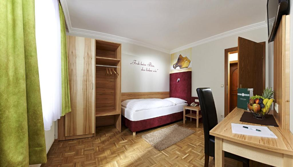 A bed or beds in a room at Biergasthof Riedberg