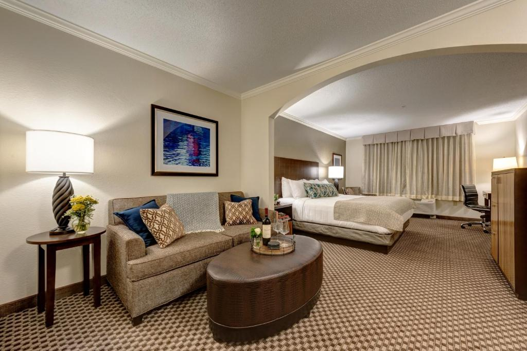 The Garrison Hotel & Suites Dover-Durham, Ascend Hotel Collection