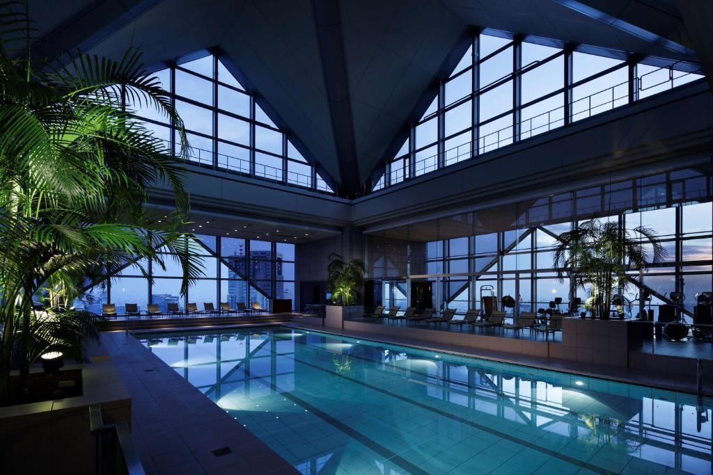 Der Swimmingpool an oder in der Nähe von Park Hyatt Tokyo
