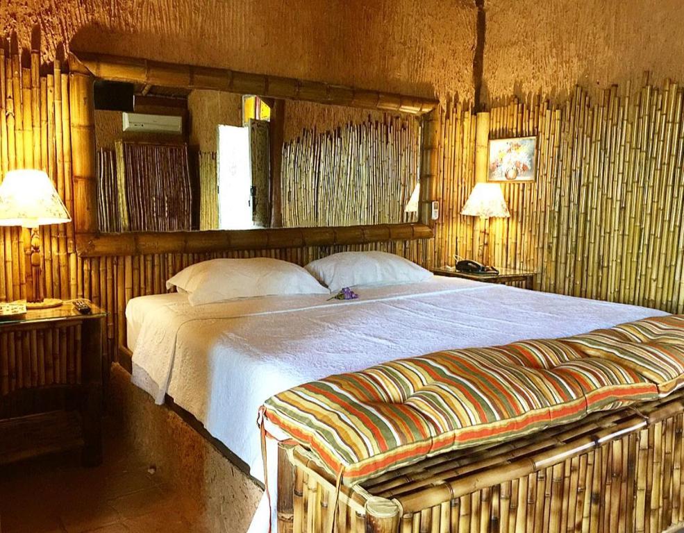 A bed or beds in a room at Pousada Pegada da Onça