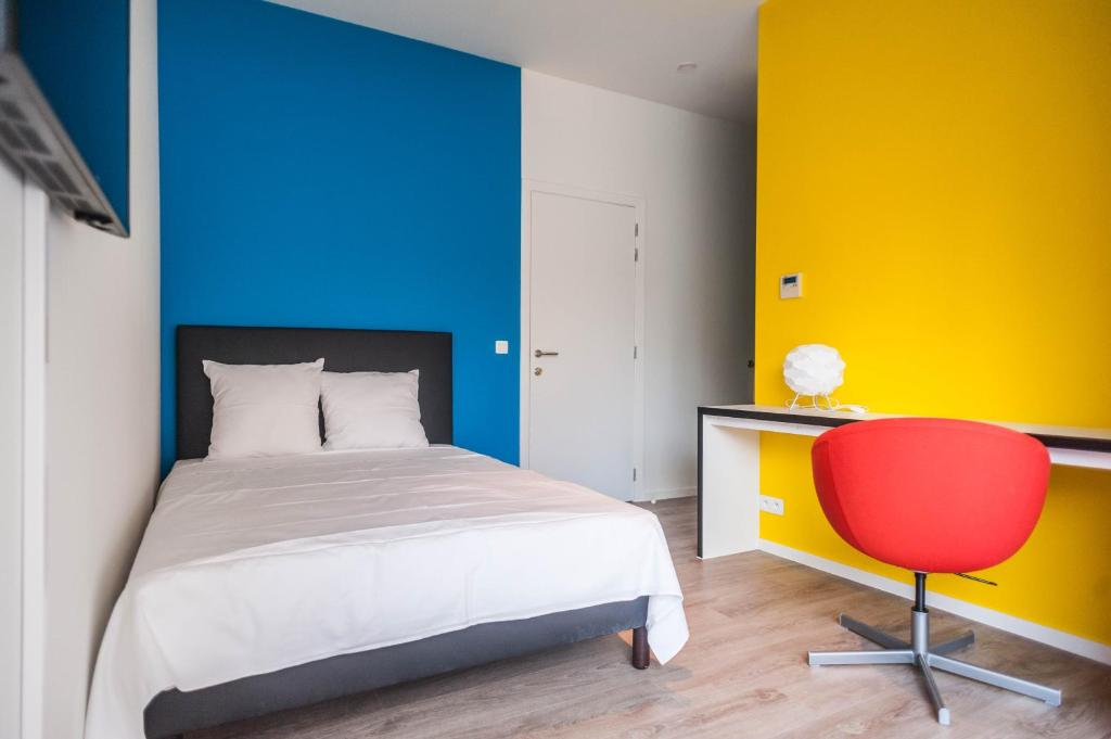 A bed or beds in a room at Ooostel2.be Leuven